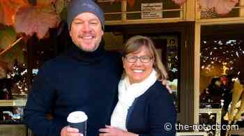Hollywood star Matt Damon poses for a selfie with fan during visit to Jugiong - The RiotACT