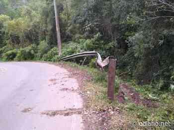 Motorista perde controle de veículo e capota na divisa entre Santa Maria do Herval e Morro Reuter - O Diário