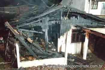 Homem agride ex-sogra e provoca incêndio em sua residência - Jornal de Pomerode