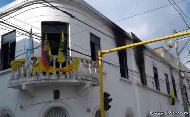Atacan e incendian sedes de la Alcaldía y Concejo de Jamundí - El País