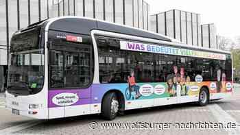 Regenbogenbus macht in Wolfsburg auf Vielfalt aufmerksam - Wolfsburger Nachrichten