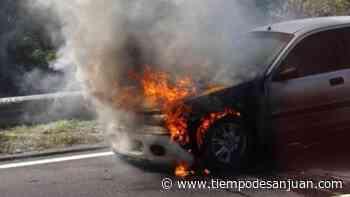 Susto en Santa Lucía: iba andando y se le prendió fuego el auto - Tiempo de San Juan