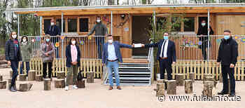 Landrat Stolz übergibt Förderung für neue Naturkita in Erlensee - Fuldainfo