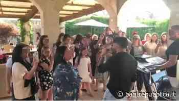 Lecce, festa privata con il cantante neomelodico: De Martino pubblica sui social il video, i carabinieri l... - La Repubblica