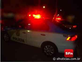 Jovem é morto a tiros na frente de barbearia em Cambuci - SF Notícias