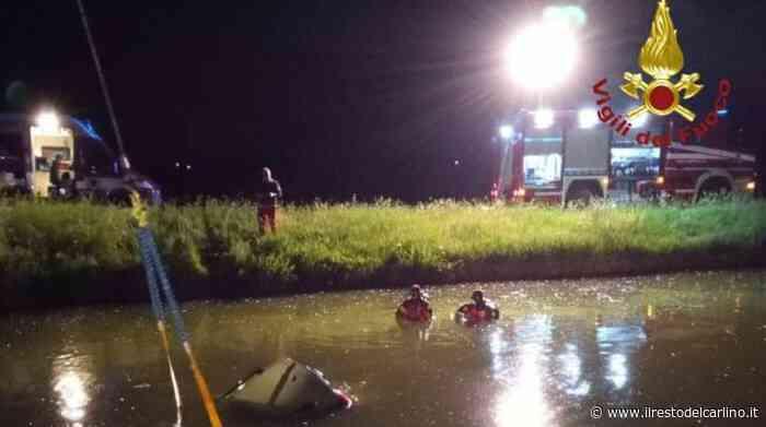 Incidente a Soliera: auto nel canale. Tre persone in salvo - il Resto del Carlino