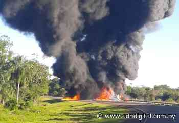 Susto en Ruta PY08 Ñumí: camión cisterna lleno de combustible vuelca y explosiona - ADN Digital
