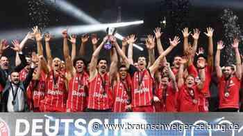 Finalerfolg gegen Alba: Mit Zigarre und Wein: Bayern-Basketballer feiern Pokalsieg