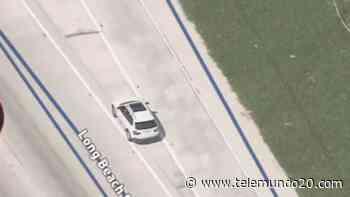 Oficiales persiguen a conductor en el área de Montebello - Telemundo San Diego