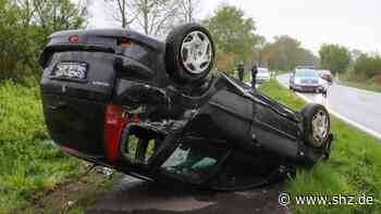 Verkehrsunfall bei Hohn: Auto überschlägt sich – Fahrer rettet sich leicht verletzt aus dem Wrack   shz.de - shz.de
