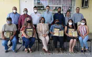 Entregan reconocimientos académicos a maestros de Peñón Blanco - El Sol de Durango