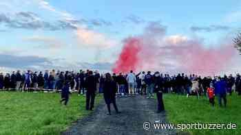 Holstein Kiel: Knapp 150 Fans empfingen die Störche am Flughafen - Sportbuzzer