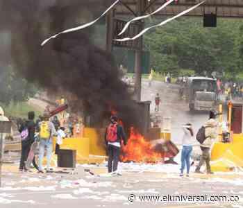 En desmanes destruyen peaje Las Flores entre Sincelejo y Corozal - El Universal - Colombia