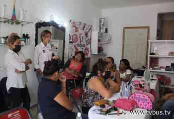 Clausura Lizeth Zarate curso de maquillaje - TV BUS Canal de comunicación urbana