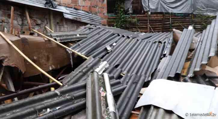 Fuerte lluvias dejan dos viviendas colapsadas en Marinilla - Telemedellín