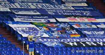 Fans tragen FC Schalke 04 zu Grabe, mit Spruch von Rudi Assauer - SPORT1