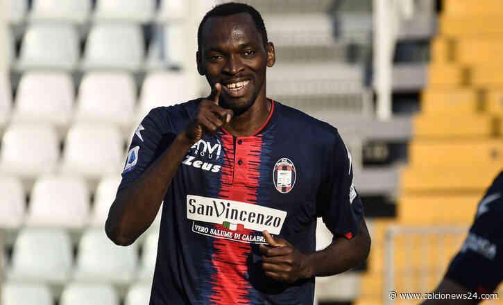 Crotone, tre club italiani su Simy: arrivata anche un'offerta dall'Inghilterra - Calcio News 24