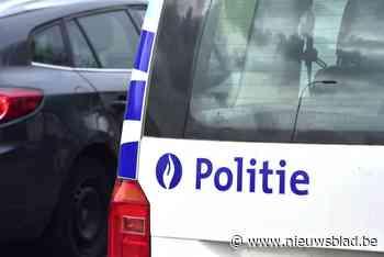 Tractor katapulteert auto over middenberm (Nazareth) - Het Nieuwsblad