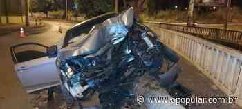 Motorista fica ferido após bater carro em árvore, em Itumbiara - O Popular