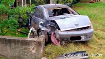 Turvo: Muro de residência é destruído por carro - Uaaau
