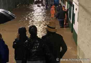 Fuerte aguacero inundó casas y negocios en Rionegro - RCN Radio
