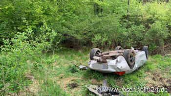 Auto überschlägt sich bei Tuntenhausen: Unfallhergang noch unbekannt