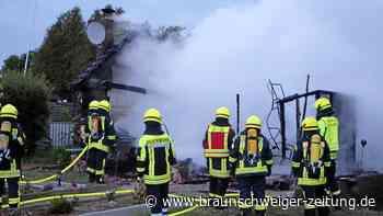 Brand in Süpplingen: Feuerwehr löscht Laubenbrand bei Süpplingen - keine Verletzten