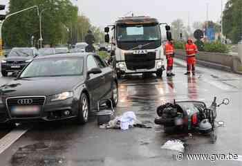 A12 tijdlang versperd na ongeval met scooter in Wilrijk - Gazet van Antwerpen