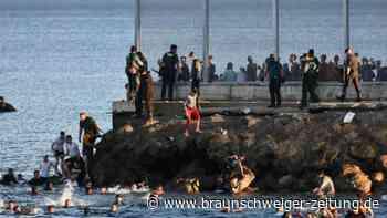 Spanische Exklave: Tausende Migranten aus Marokko schwimmen nach Ceuta