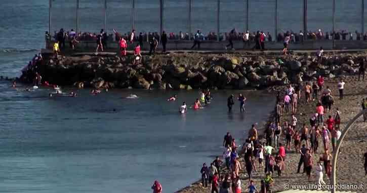 Spagna, 5mila migranti arrivati a Ceuta in poche ore: 1000 sono minori. Le immagini