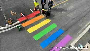 Le strisce pedonali diventano arcobaleno