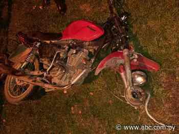 Motociclista fallece y acompañante resulta herido en choque frontal en Caapucú - Nacionales - ABC Color