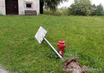 Vandali in azione a Sesto Calende, abbattuti i cartelloni della chiesetta San Vincenzo - Varesenews