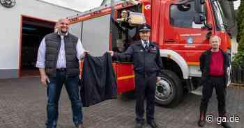 Spende für die Villiper Wehr: Trainingsanzüge statt Schutzkleidung - General-Anzeiger Bonn