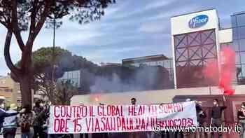 """Blitz alla sede Pfizer di Roma. """"Serve campagna vaccinale accessibile a tutti"""""""
