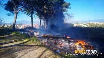 Colle degli Abeti: discariche in fiamme, i residenti chiedono la bonifica dei terreni