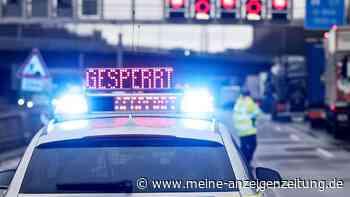 Schwerer Unfall auf A93: Fünf Lkw krachen ineinander, ein Fahrer tot - Autobahn stundenlang gesperrt