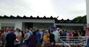 Moradores de Aracruz passam a noite em fila à espera de dose da Coronavac - A Gazeta ES