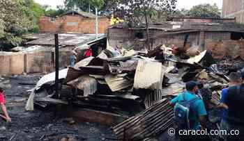 Voraz incendio en el barrio Girardot acabó con varias carpinterias - Caracol Radio