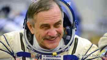 Ehrung im Weltraum: Ein Foto von DDR-Kosmonaut Sigmund Jähn aus Strausberg umkreist in der ISS die Erde - moz.de