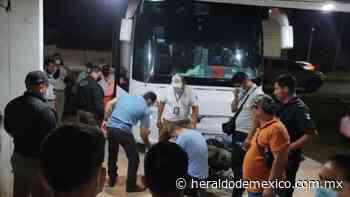 Arrestan a siete presuntos polleros junto con 32 migrantes en Macuspana, Tabasco - El Heraldo de México