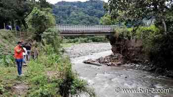 Ordenan cierre del puente sobre el río Chiriquí Viejo para seguridad de los moradores - TVN Noticias