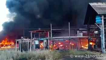 Incendio afecta a empresa recicladora de químicos en Lampa - 24Horas.cl