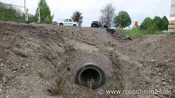"""650 Meter langer Damm soll Wohngebiet """"Pullacher Au"""" vor Jahrhunderthochwasser schützen - rosenheim24.de"""