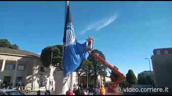 Atalanta, la bandiera sulla storica antenna di Dalmine - Corriere Bergamo - Corriere della Sera
