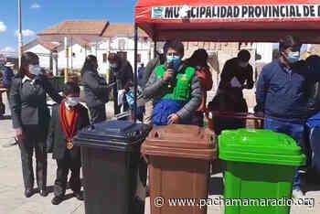 Entregan más de 50 tachos diferenciados a instituciones educativas de Azángaro - Pachamama radio 850 AM