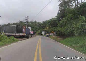 Concentración intermitente de transportadores en una vía de Riosucio (Caldas) en este momento - La Patria.com