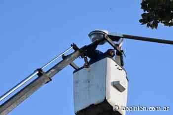 Recambio de luminarias en calle Wilde - La Opinión - La Opinion