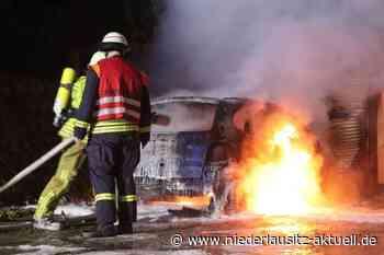 Auto in Kolkwitz in Flammen - Niederlausitz Aktuell - NIEDERLAUSITZ aktuell