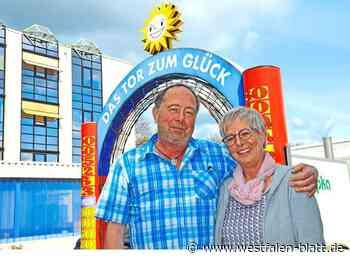 Kirsten und Gerhard Priesmeier aus Stemwede kommen zusammen auf 65 Jahre Betriebszugehörigkeit in der Gauselmann-Gruppe: Firmen-Sonne brachte auch... - Westfalen-Blatt